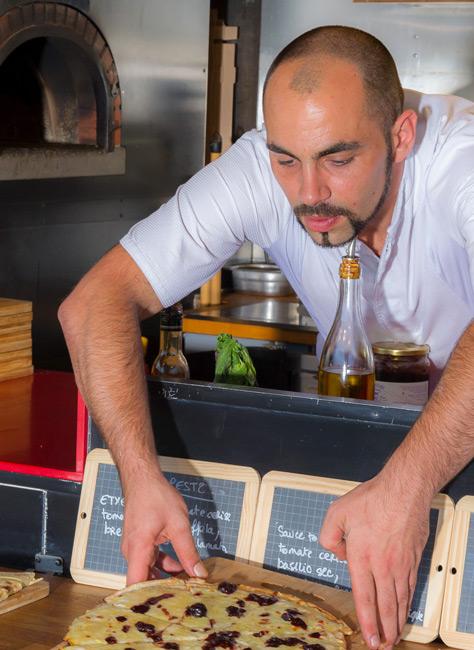 Yohann Rouilllon Service traiteur Pizza Etxe'co à Biarritz